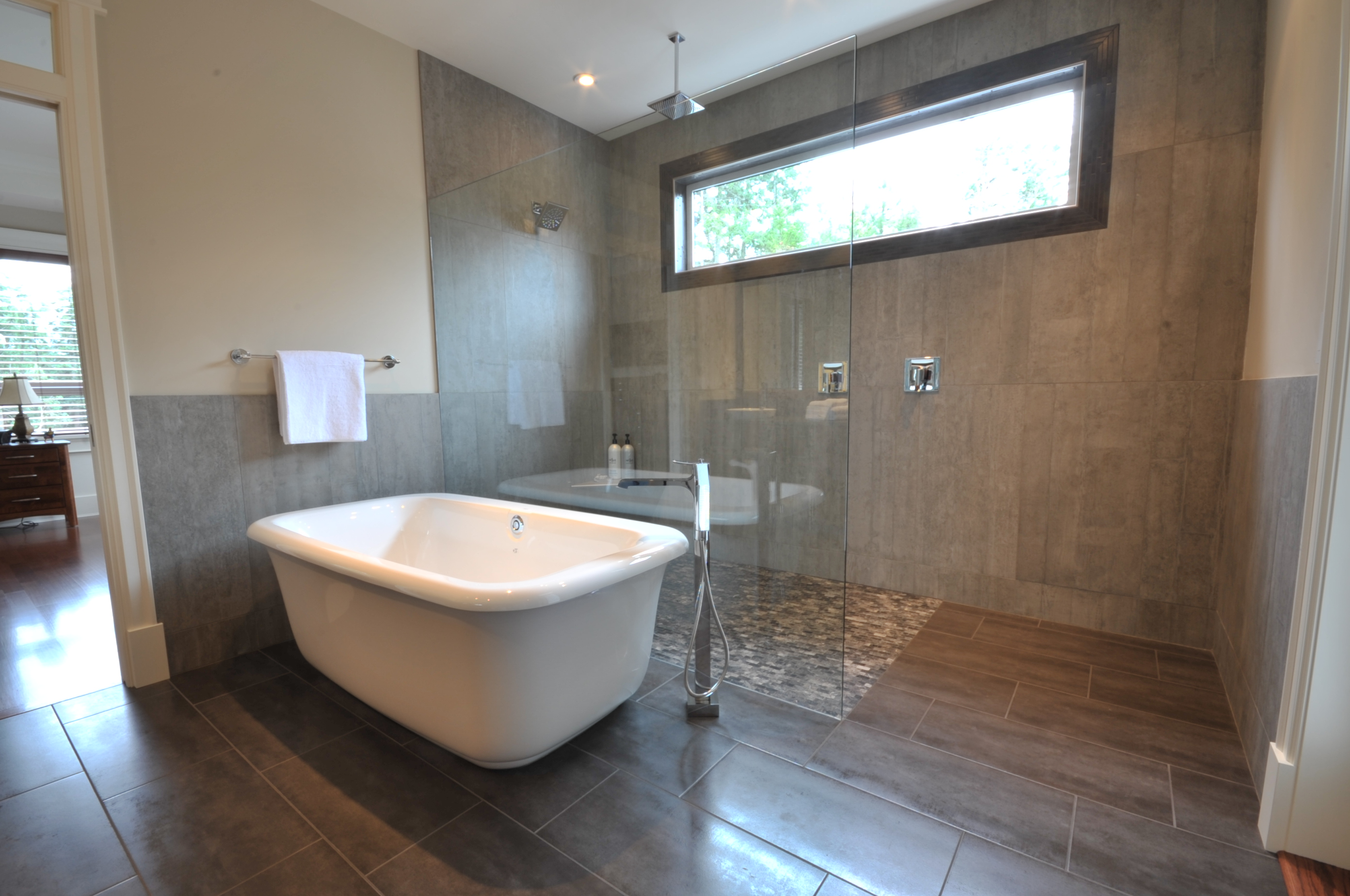 C&S Tile Ensuite Curbless Soaker Tub